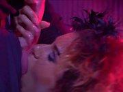 Rose Valerie est prise dans un club