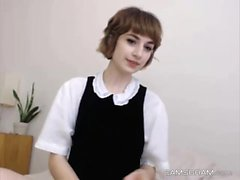 Pretty Good Short Hair Teen Loves To Show Off On Cam
