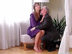 Old man seduces horny teenage brunette