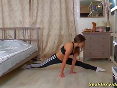 sex gymnastic with flexi teen