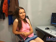 Hot solo session featuring a ravishing teen
