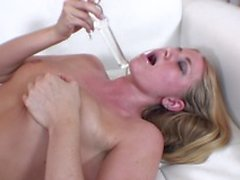 Slutty blonde rubs and fingers her cunt on the couch