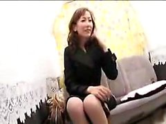 Sexy slender Japanese mom wraps her luscious lips around a