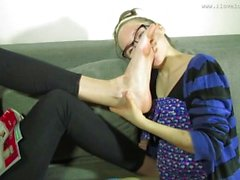 Sucking large feet of a pretty girl