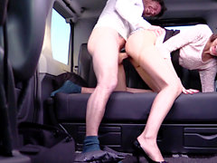 Cabbie to fuck her pussy