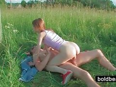 Teen hottie gets twat nailed outdoor