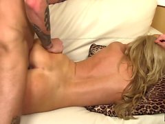 Bodacious cougar Pamela Price has a fiery peach aching for young meat