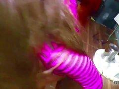 Stief-Vater fickt Tochter mit Mega-Titten in der Kueche
