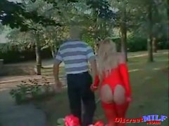I Fucked This MILF in the Roses Garden