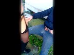 Due cazzi all'aperto per studentessa fidanzata condivisa con sconosciuto