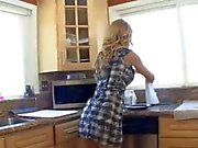 Mom Seduce Not Her Daughter 16