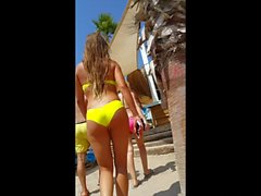 amazing yellow bikini ass in beach club