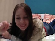 Teen babe fingered her pussy on cam