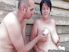 Mom gets her cum outdoors