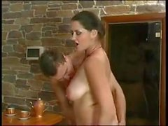 Young guy fucks mature mother !!!