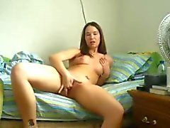 Webcam cutie loves to fuck pussy