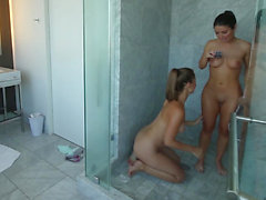 Pussy tasting in the shower