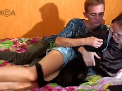homemade amateur teen webcam girl giving a nice show