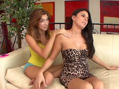 SEXYMOMMA - MILF Nikki Daniels seduced with teen lesbo oral